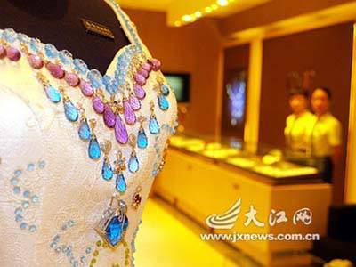Wedding Dress Bearing 9,999 Karats of Gems